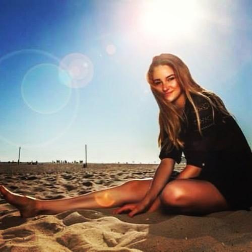 actress shailene woodley beach and sun
