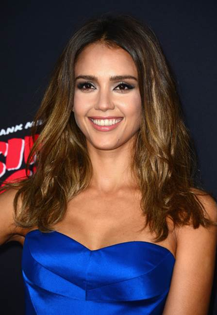 5 Celebrities Share Their Smart Lipstick Tricks_1