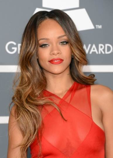5 Stars Who Love to Pair a Bold Lip With Minimal Makeup_5