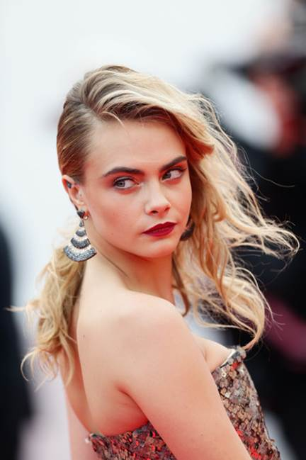5 Celebrities Who Don't Pluck Their Eyebrows_3