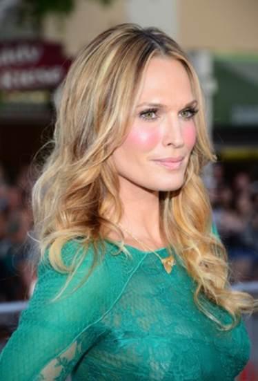 5 Celebs Who've Struggled With Acne-Prone Skin_3