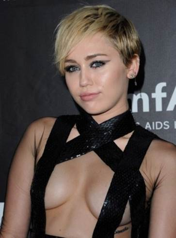 Miley Cyrus Shares Her Biggest Fashion Mistake, Comments on Top Trends