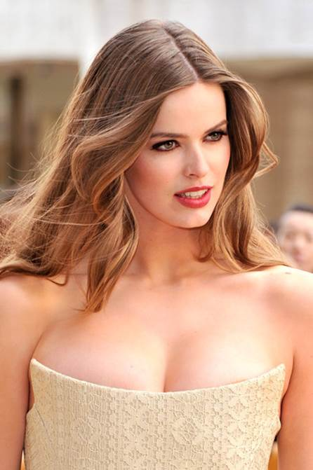 Robyn Lawley Thinks Designers Need to Work With Models of All Sizes
