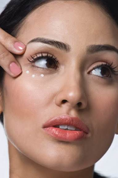 Tips To Reduce Aging Skin Around The Eyes
