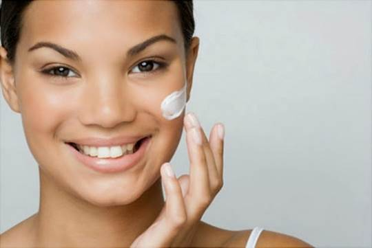 You don't have to be a chemist to make your own anti-aging cream.
