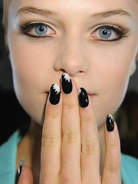 Beauty Trend: Top 5 New Nail Art Looks to Try