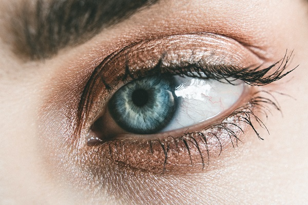 5 Skincare Tips to Make Your Eyes Look More Youthful